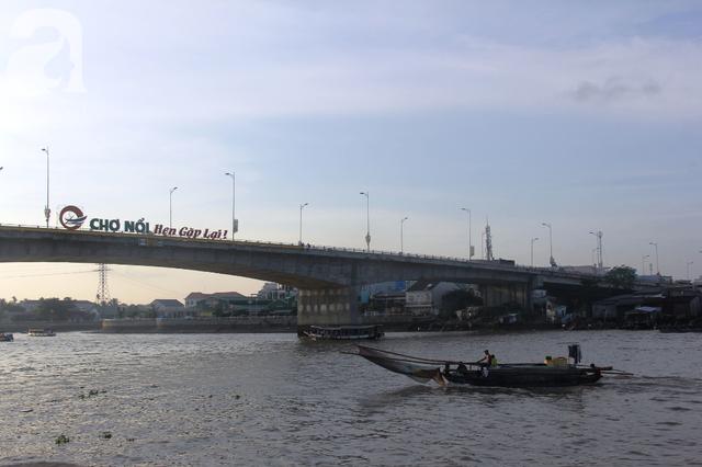 Về Cần Thơ dập dềnh ăn bún, uống cà phê di động trên chợ nổi Cái Răng còn được khuyến mãi câu hò ngọt lịm của miền sông nước - Ảnh 12.
