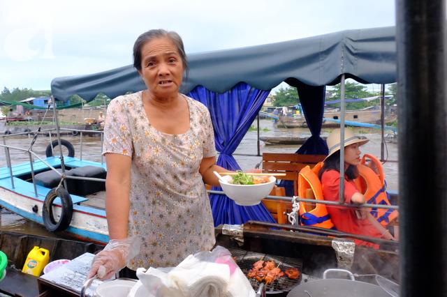Về Cần Thơ dập dềnh ăn bún, uống cà phê di động trên chợ nổi Cái Răng còn được khuyến mãi câu hò ngọt lịm của miền sông nước - Ảnh 3.