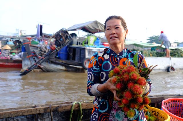 Về Cần Thơ dập dềnh ăn bún, uống cà phê di động trên chợ nổi Cái Răng còn được khuyến mãi câu hò ngọt lịm của miền sông nước - Ảnh 4.