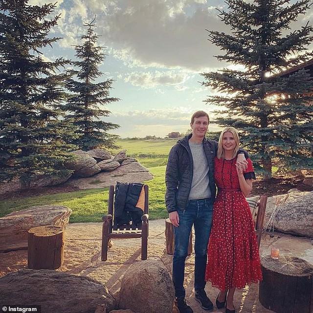 Rũ bỏ son phấn, áo quần sang chảnh, con gái Tổng thống Trump cùng gia đình đưa nhau đi trốn, cách tận hưởng cuộc sống của người giàu là đây - Ảnh 6.