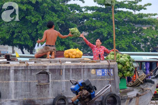 Về Cần Thơ dập dềnh ăn bún, uống cà phê di động trên chợ nổi Cái Răng còn được khuyến mãi câu hò ngọt lịm của miền sông nước - Ảnh 9.