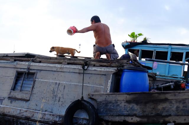 Về Cần Thơ dập dềnh ăn bún, uống cà phê di động trên chợ nổi Cái Răng còn được khuyến mãi câu hò ngọt lịm của miền sông nước - Ảnh 10.