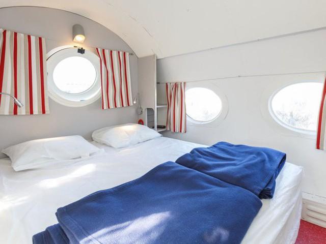 Bước chân vào chiếc máy bay kì lạ, với phòng tắm được đặt ở buồng lái, giá thuê 100 USD/đêm - Ảnh 3.