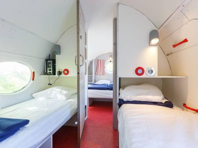 Bước chân vào chiếc máy bay kì lạ, với phòng tắm được đặt ở buồng lái, giá thuê 100 USD/đêm - Ảnh 4.