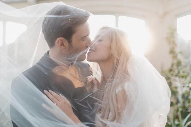 YouTuber nổi tiếng bậc nhất thế giới PewDiePie vừa chính thức kết hôn, mời xem chùm ảnh cưới của anh - Ảnh 10.