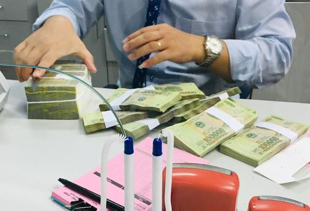 Ngân hàng sẽ hết cửa tăng lãi suất tiền gửi tiết kiệm?  - Ảnh 1.