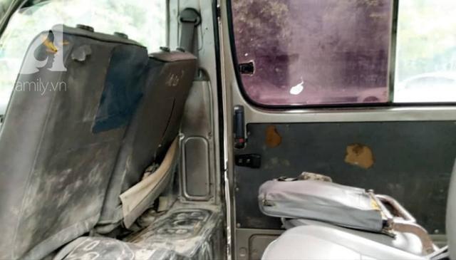 Cận cảnh nhiều xe sang hiệu Mercedes, BMW, Camry hết đát bị vứt bỏ trên vỉa hè Hà Nội - Ảnh 15.