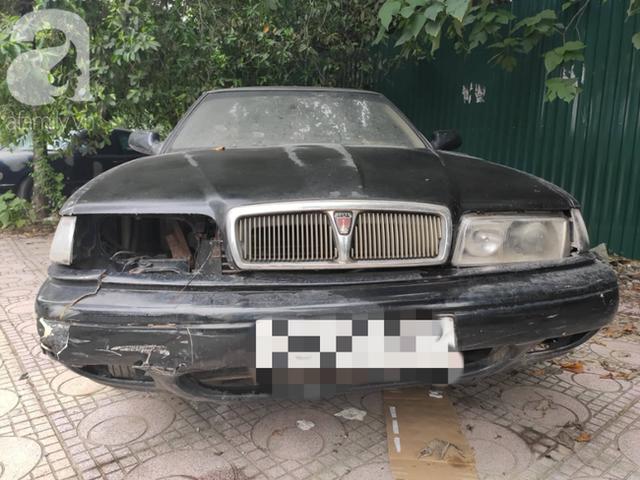 Cận cảnh nhiều xe sang hiệu Mercedes, BMW, Camry hết đát bị vứt bỏ trên vỉa hè Hà Nội - Ảnh 9.