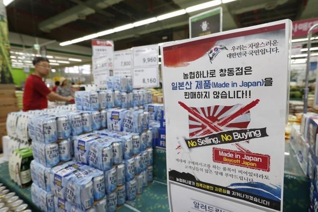 Dân Hàn tẩy chay hàng Nhật, hàng hiệu Uniqlo thê thảm - Ảnh 2.