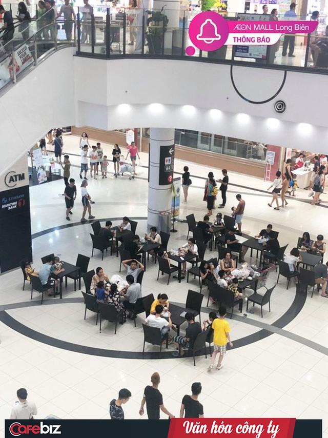 Văn hóa công ty nhìn từ cái chỉ tay đuổi khách dưới cơn dông ở Grand Plaza đến những bộ bàn ghế Aeon Mall mời khách ngồi tránh nóng - Ảnh 4.