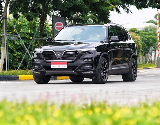 VinFast bất ngờ không tăng giá xe, duy trì giá ưu đãi cho Lux và Fadil - Ảnh 1.