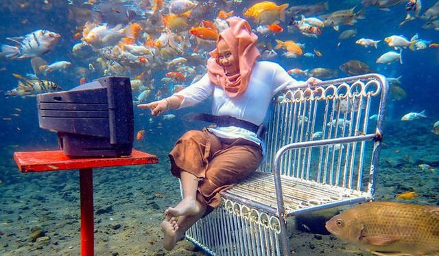 """những ngôi làng nghèo bậc nhất indonesia - photo 2 15650648843041325415409 - Dân du lịch Indonesia đổ xô đến """"sống ảo"""" dưới nước tại ngôi làng có một không hai này"""