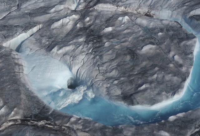 Hơn 12 tỷ tấn băng bị tan chảy ở Greenland chỉ trong một ngày - Ảnh 3.