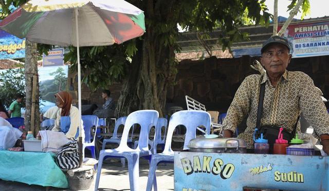 """những ngôi làng nghèo bậc nhất indonesia - photo 5 1565064884310708641295 - Dân du lịch Indonesia đổ xô đến """"sống ảo"""" dưới nước tại ngôi làng có một không hai này"""