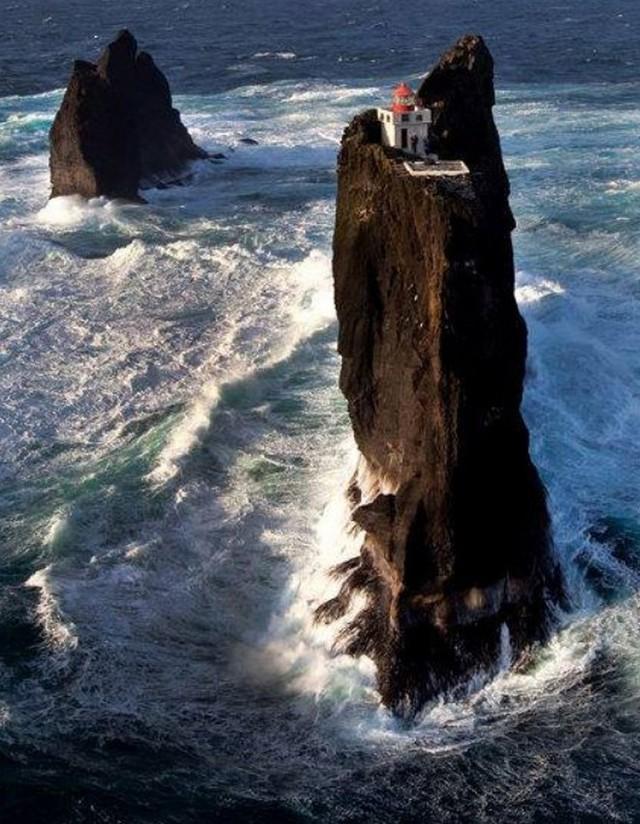 Ngọn hải đăng bị cô lập ở Iceland này là nơi hoàn hảo để tránh một đại dịch zombie - Ảnh 2.