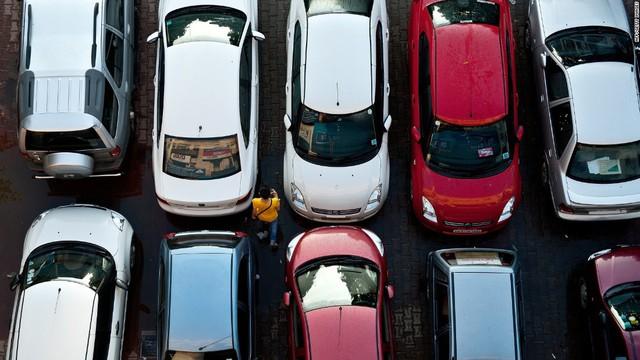 Điều gì diễn ra khi để trẻ nhỏ lại trên xe? Tại sao người lớn có thể dễ bị bỏ quên trẻ em trong xe tới vậy? - Ảnh 2.