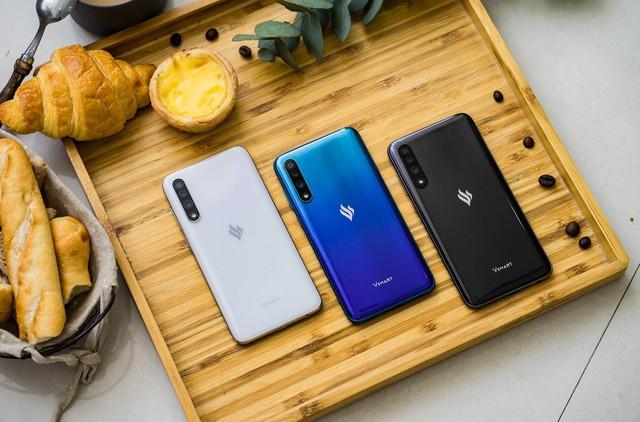 Vingroup công bố dòng điện thoại Vsmart thế hệ 2 - Ảnh 1.