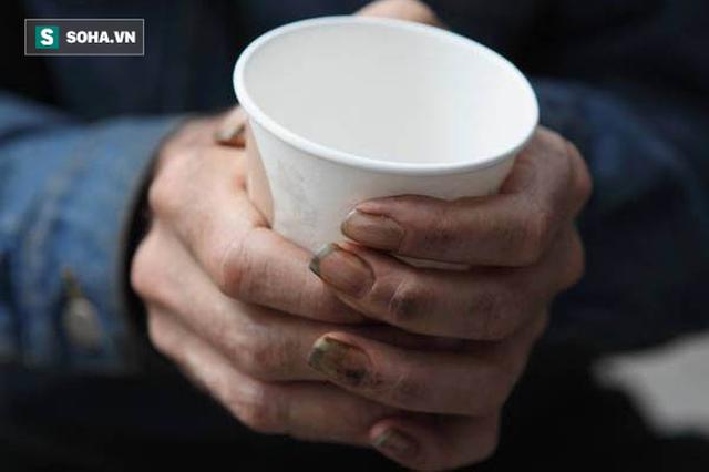 Mời người đàn ông vô gia cư cốc cà phê, hôm sau cô gái đã nhận được điều không thể ngờ tới - Ảnh 1.