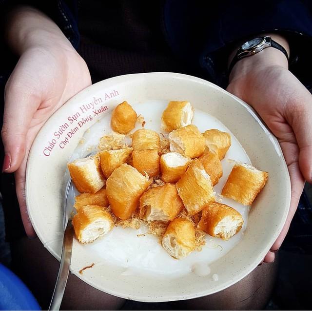 Những hàng ăn ở Hà Nội chỉ mở lúc rạng sáng và nghỉ bán khi mặt trời vừa lên, dù gió rét vẫn tấp nập người qua lại - Ảnh 14.