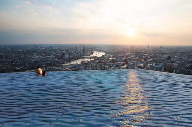 Bể bơi vô cực 360 độ trên nóc cao ốc tại London, làm sao để vào bơi? - Ảnh 4.