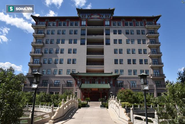 ĐỘC QUYỀN: Choáng ngợp tài sản khổng lồ và bảo tàng gỗ quý, lớn nhất Trung Quốc của Đường Tăng phim Tây Du Ký - Ảnh 4.