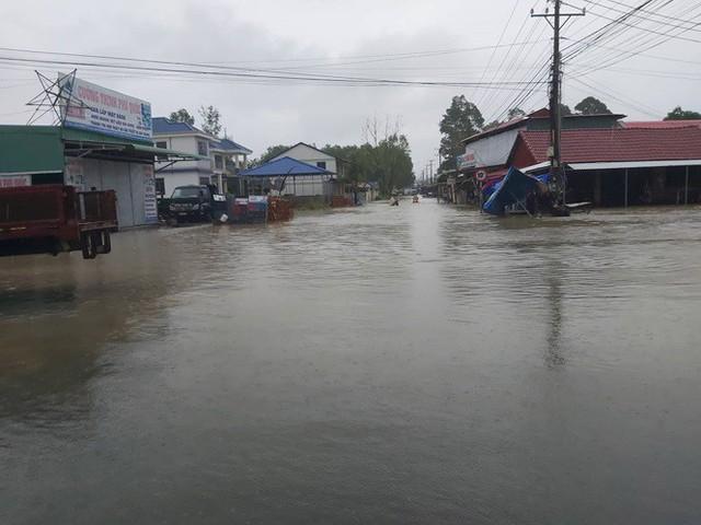 Mưa lớn kéo dài, Phú Quốc như trong cơn đại hồng thủy - Ảnh 3.