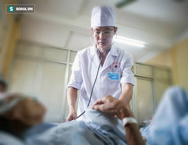 BS Nguyễn Lê 12 năm chiến đấu với ung thư gan: Tôi đã bán sức khoẻ… khi tỉnh ngộ đã muộn - Ảnh 2.