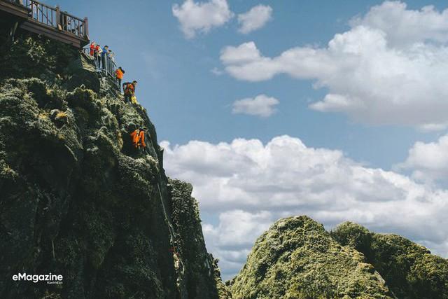 Chuyện giờ mới kể về hành trình gian khổ nhưng không thể nào quên của những con người lặng lẽ trên đỉnh Fansipan, 4 năm về trước... - Ảnh 4.