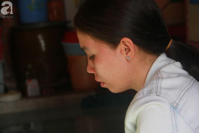 Nụ cười lạc quan của cô gái trẻ từ bỏ ước mơ làm nữ hộ sinh quay về chợ nổi Cái Răng chăm sóc mẹ già bệnh tật - Ảnh 2.