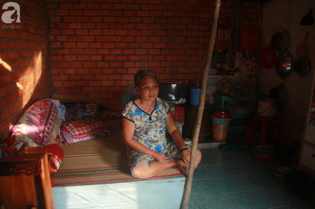 Nụ cười lạc quan của cô gái trẻ từ bỏ ước mơ làm nữ hộ sinh quay về chợ nổi Cái Răng chăm sóc mẹ già bệnh tật - Ảnh 3.