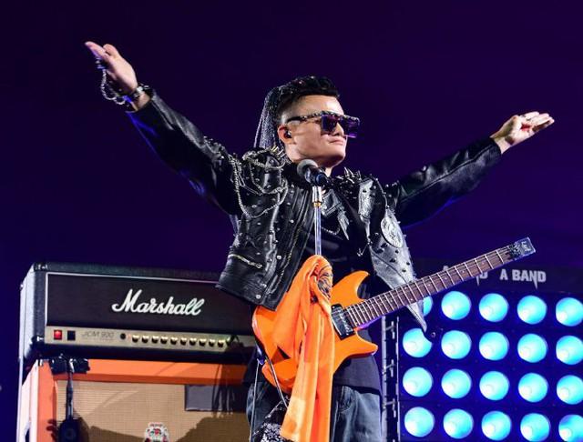 Jack Ma phát biểu trong bữa tiệc sinh nhật có 60.000 người tham dự: Alibaba không bao giờ muốn là một công ty mạnh, mọi quyết định quan trọng nhất đều không liên quan đến tiền! - Ảnh 1.
