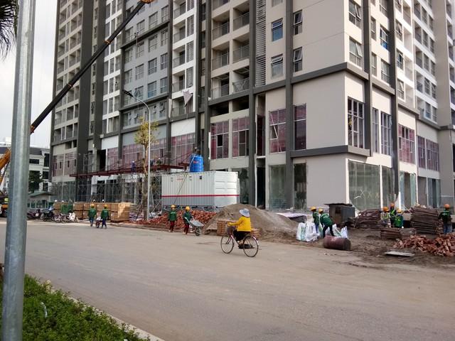 Khối đế thương mại chung cư ngoài trung tâm đang bị để trống khá nhiều - Ảnh 1.