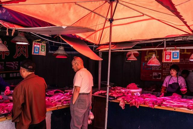 TQ vật lộn với khủng hoảng quốc gia: Thiếu lợn, có người dân chỉ được mua 50 gram thịt mỗi ngày - Ảnh 1.