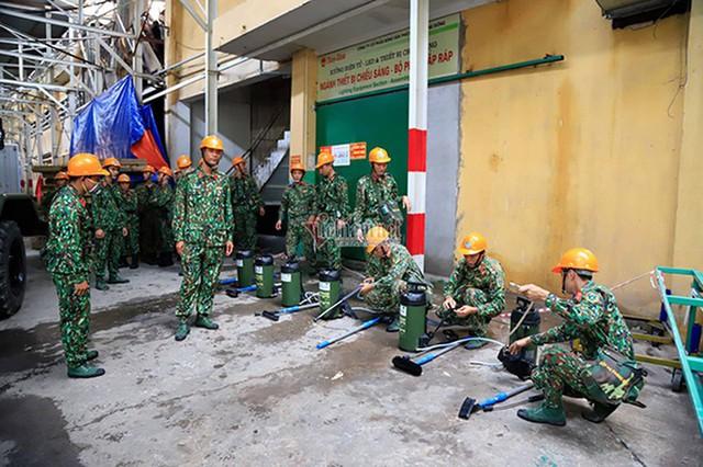 Bộ Tư lệnh Hóa học tiến hành tẩy độc Nhà máy Rạng Đông - Ảnh 1.