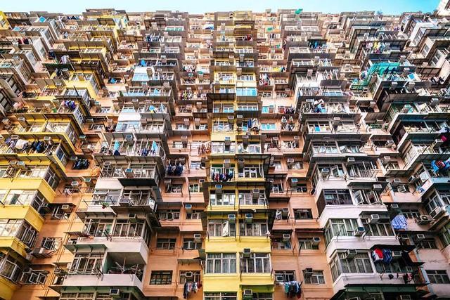 Một gia đình Việt đã sống sót ở thành phố đắt đỏ nhất thế giới như thế nào - Ảnh 1.