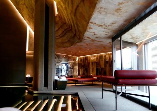 Đột nhập biệt thự 7 tầng dát vàng siêu sang dưới lòng đất - Ảnh 1.