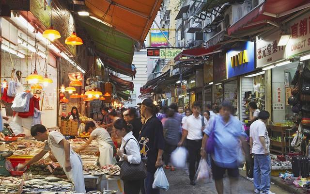 Một gia đình Việt đã sống sót ở thành phố đắt đỏ nhất thế giới như thế nào - Ảnh 3.