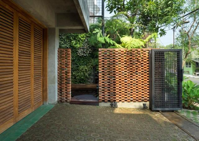 Ngôi nhà bằng gạch đỏ đẹp giản dị giữa lòng thành phố - Ảnh 2.