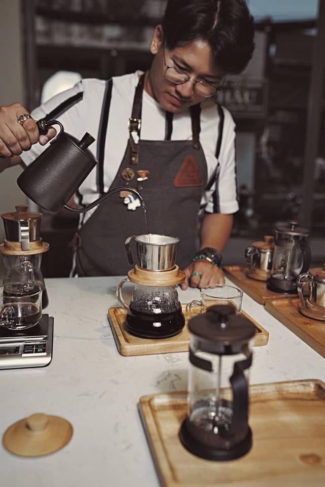 Chàng trai 9X và những người bạn nông dân trên hành trình nâng cao giá trị cà phê Việt Nam - Ảnh 2.