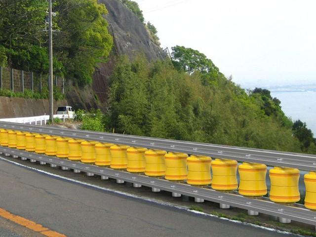 Rào chắn bánh xoay, hệ thống giảm thiệt hại do tai nạn giao thông nay đã xuất hiện ở Việt Nam - Ảnh 7.