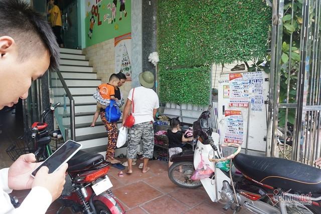 Bé 3 tuổi bị bỏ quên trên ô tô ở Bắc Ninh thoát chết nhờ cửa hé 10cm - Ảnh 1.