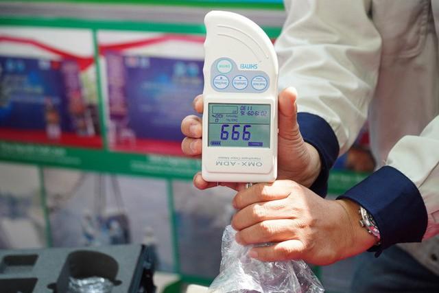 Chuyên gia Nhật thả cá Koi xuống sông Tô Lịch để chứng minh chất lượng nước sau khi xử lý - Ảnh 5.