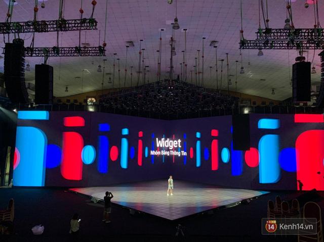 Lộ ảnh sân khấu ra mắt MXH Lotus trước giờ G: Màn hình khủng mãn nhãn, công nghệ hiệu ứng 3D hoành tráng - Ảnh 6.