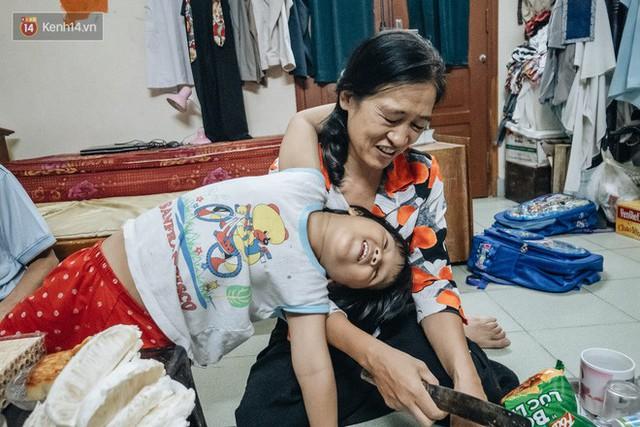 Chuyện nữ bác sĩ 53 tuổi sinh đôi 2 bé gái ở Hà Nội: Tôi có được con là tốt lắm rồi, không có chúng đời tôi còn khổ hơn nữa - Ảnh 8.
