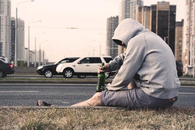Đàn ông trầm cảm thường khó khăn hơn khi tìm hỗ trợ, nguyên nhân có thể bắt nguồn từ khi họ còn là một cậu bé - Ảnh 2.