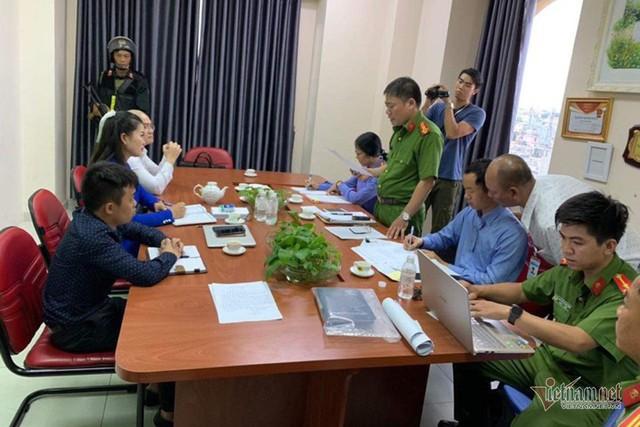 Bao vây trụ sở, bắt Chủ tịch HĐQT công ty địa ốc Alibaba Nguyễn Thái Luyện - Ảnh 3.