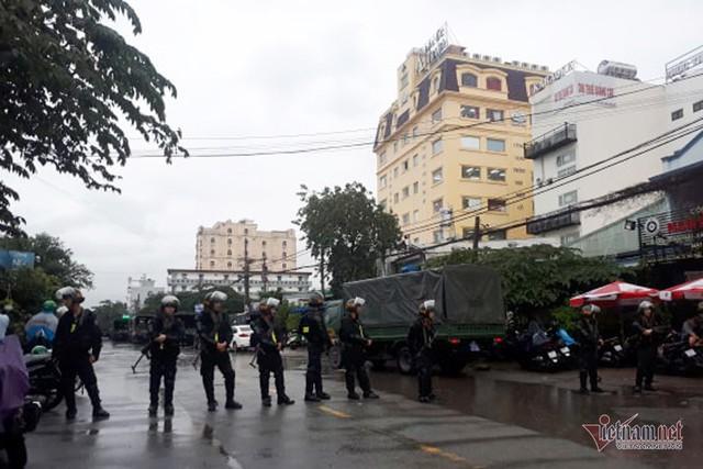 Bao vây trụ sở, bắt Chủ tịch HĐQT công ty địa ốc Alibaba Nguyễn Thái Luyện - Ảnh 6.