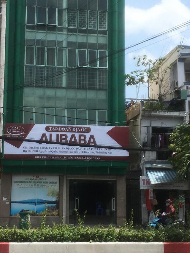 Cảnh hoang vắng ở các văn phòng, dự án khi ông chủ Alibaba bị bắt - Ảnh 1.