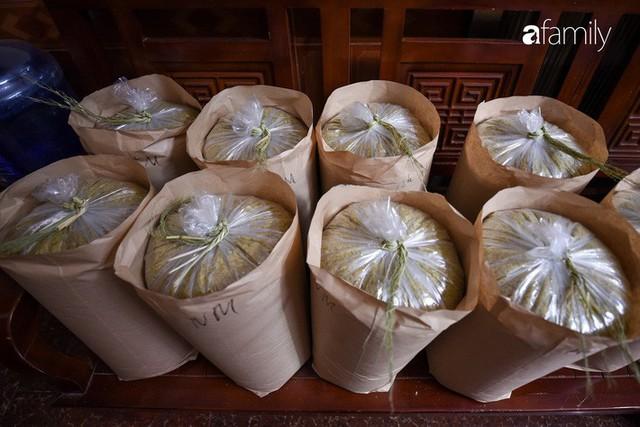 Giá thành cạnh tranh nhất thị trường lại sản xuất theo phương pháp truyền thống, cốm Làng Vòng năm nay tiếp tục giữ chân người tiêu dùng Việt - Ảnh 12.