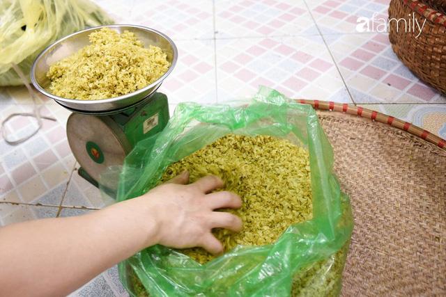 Giá thành cạnh tranh nhất thị trường lại sản xuất theo phương pháp truyền thống, cốm Làng Vòng năm nay tiếp tục giữ chân người tiêu dùng Việt - Ảnh 15.
